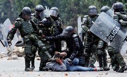 Staatliches Gewaltmonopol und Demokratie in Kolumbien